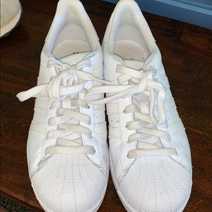 Women adidas white shoes. Only worn 1 time